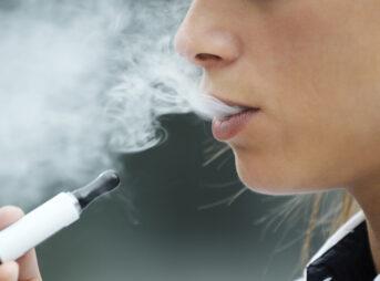 108753339 vape 343x254 - 【喫煙】「タバコを吸う人は悪人」コロナ後の世界では健康管理はモラルに変わる2 [ベクトル空間★]
